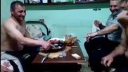 Пиян руснак се залива с горяща водка!
