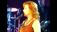 Kelly Clarkson Feat Reba Mcentire Beautiful Disaster Live Harbor Yard Arena, Bridgeport County