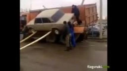 Ето така се сваля жигула от камион