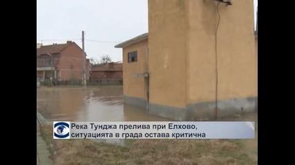 Река Тунджа прелива при Елхово, ситуацията в града остава критична