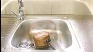 Чистене на меден тиган до блясък с оцет и готварска сол