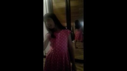 Бети от Булгария пее песен на Адел