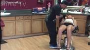 Вижте какво направи това момиче докато и слагат пиърсинг