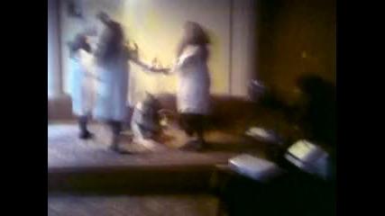 Танц на момичетата от Оу Васил Левски. Надя Казакова-дива