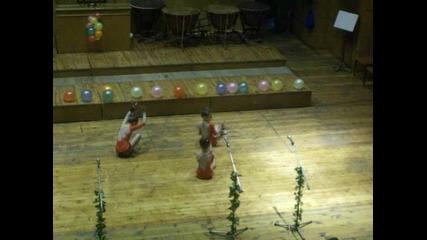 Малки танцьорки от училище Брегов
