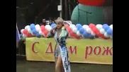 Руската певица Натали се пребива по време на концерт, но не спира участието си