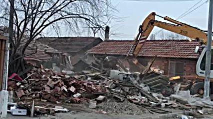 Събарянето на незаконните постройки във Войводиново