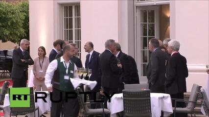 Среща на Г7 с шампанско в Дрезден