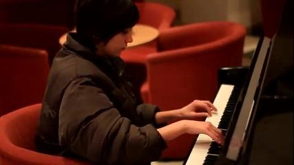 Стела и пианото
