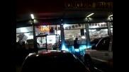 Cadillac Escalade се опитва да срути магазин с басс.