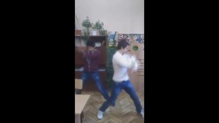 Смешен ''опит'' за танцуване в училище !