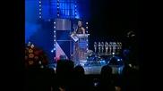 Камелия връчва награда на Преслава за Най-прогресиращ изпълнител на 2005 на 4-ти годишни Музикални награди на Телевизия Планет