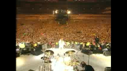 Guns N Roses and Queen - We Will Rock you