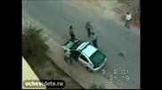 Лудак скача на полицаи