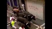 Мъж прободен при надбягване с бикове
