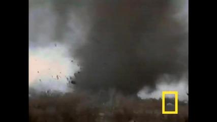 Силата на унищожителното торнадо! *hq*