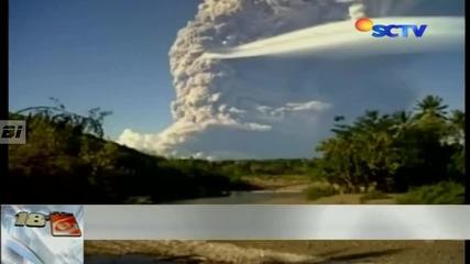 Огромен Нло над изригващ Вулкан