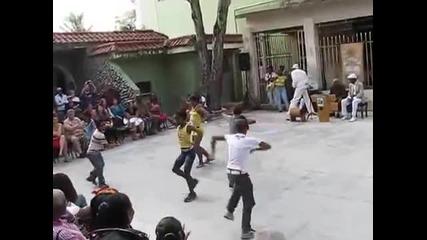 Група деца направиха страхотно танцувално шоу на кубинска музика
