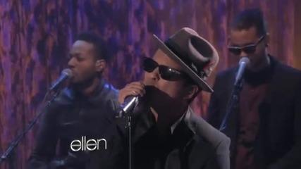 Превъзходен глас ;х .. Bruno Mars - It Will Rain ( На живо ) !