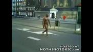 Гол Ненормалник Вика По Улиците