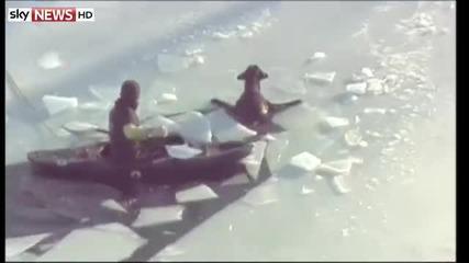 Спасяване на куче в ледено езеро
