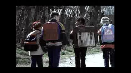 Ромите Обичат Образованието