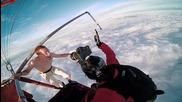 Лудак скача без парашут от балон с горещ въздух