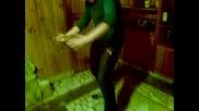 Емо играе кючек