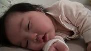 Сладко спящо бебе