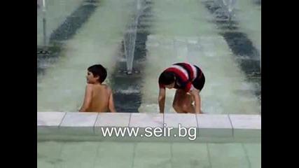 Къпане във фонтаните пред Ндк :)