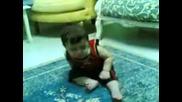 Това Бебе Май Е Леко Пийнало.ще Се Смеете Много!!!!