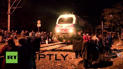 Greece: Lightning strikes as thousands of refugees gather at Macedonian border