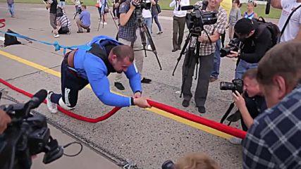 Belarus: Strongman Shimko pulls world's biggest helicopter 20m