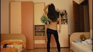 Красиво момиче танцува [hd]