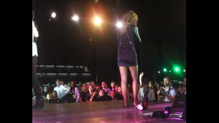 Анелия пее боса