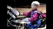 3 годишно бебе барабанист