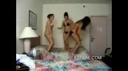 Момичета По Бикини Танцуват Напред