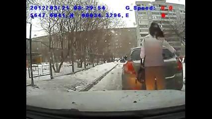 Правилно ли паркира тази Жена - Питам и отговор не искам ;)))
