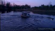 Глупави руснаци потапят кола във вода