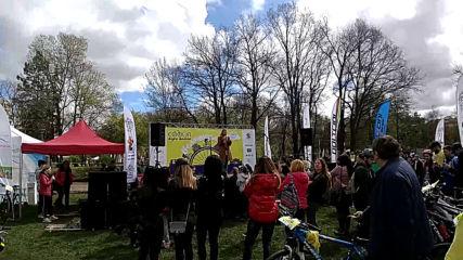 София кара колело и тича за по-чист въздух-велошествие ! Vankog в Южния Парк part. 1
