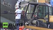 Индонезия: Спасителите трескаво търсят оцелели след разбиването на самолет в Медан