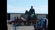 Паметникът на Цар Освободител се държи на открито заради опасните химикали, с които се почиства