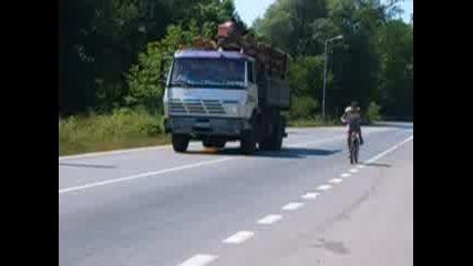 колело в ръцете на байкар