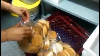 мишка в Макдоналдс - мишбургер