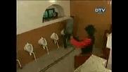 Цигански оркестър в тоалетната - Скрита камера