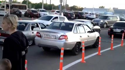 Вижте как се кара тунингована кола в Русия!