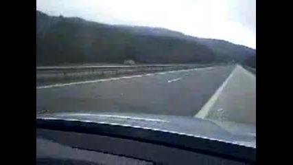 Жена шофира в насрещното на магистрала в България