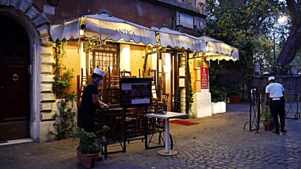 Italy: Restaurant workers outraged at new COVID-19 restrictions in Rome