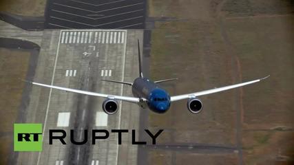 Боинг представя нoвия модел 787 Dreamliner