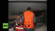 Измъкване на оцелели от останките след земетресението в Катманду
